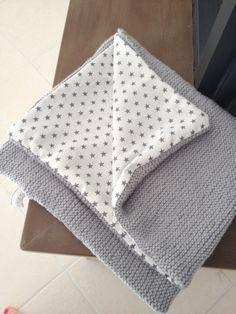 """Laine Himalaya Alpin Coloris gris perle, 8 pelotes, aiguille 6, point mousse Tissu Blanc étoilé gris """"ma petite mercerie"""" 60 x 75 --------------------------- Phildar aviso perle 5 / aig 5,5 84 mailles --------------------------- http://secretsdepolichinelle.over-blog.com/article-le-plaid-112087068.html"""