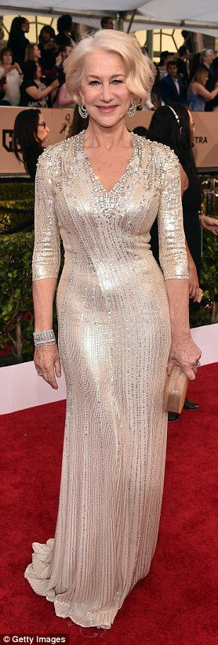 30.01.16  Helen Mirren does it again, she wowed in a silver number that proved age is nothing but a number...