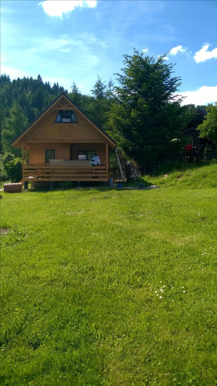 Tani mały domek z kominkiem do wynajęcia wysoko w górach zimą. Góry Beskidy Domek letniskowy położony jest w Beskidzie Żywieckim, w Złatnej/k.Ujsół. Domek Bury w górach do wynajęcia dla 4-6os. noclegi w  domkach z widokiem na gory #widok #widokiem #na #gory #gorach #chata #dom #domek #kominkiem #tanio #ogrodzony #tani #letniskowy #drewniany #przytulny #luksusowy #komfortowy TEL. 0048 663441565