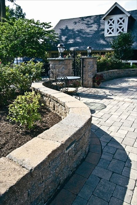 EP Henry pavers in Double Sided Coventry Wall Dakota Blend
