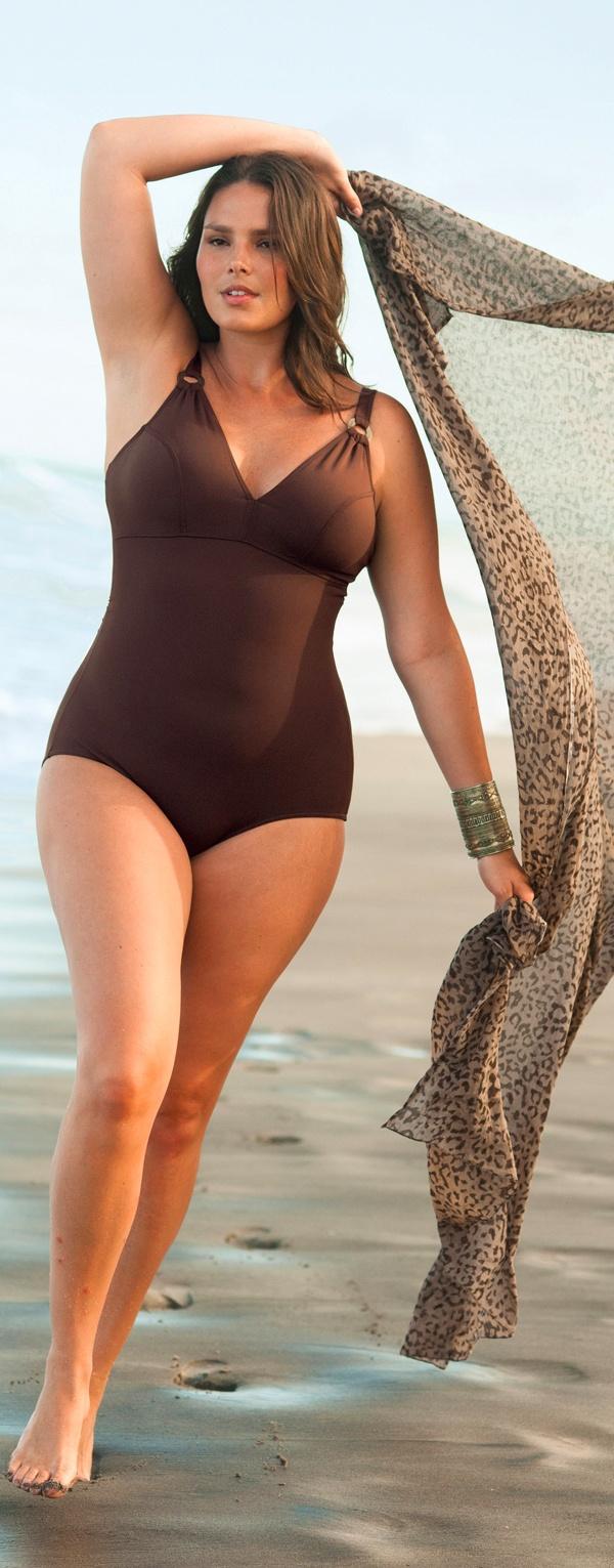 Choosing Plus-Size Swimwear According to Your Body Shape