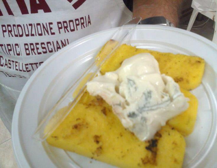 Un piatto di polenta e gorgonzola