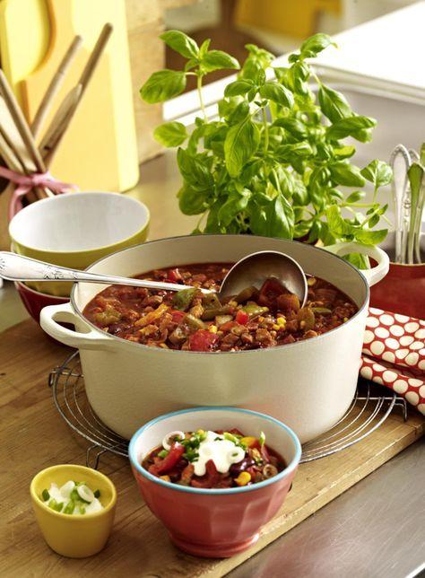 Unser beliebtes Rezept für Chili-Puten-Eintopf und mehr als 55.000 weitere kostenlose Rezepte auf LECKER.de.