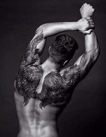 tipos de tatuajes para hombres en la espalda