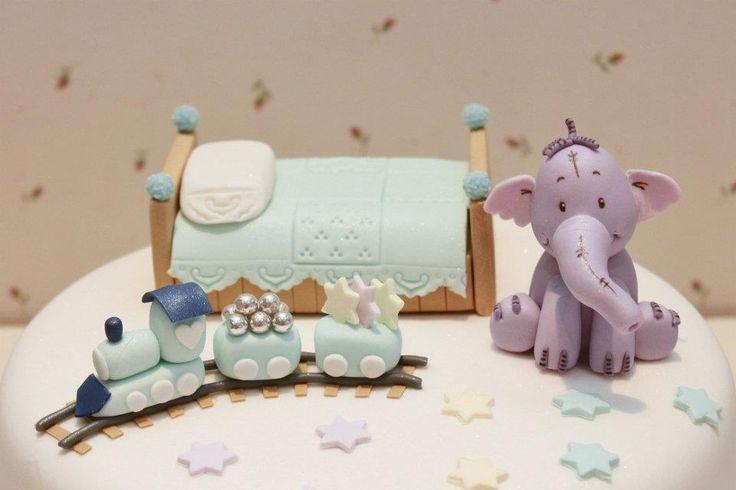 Habitación infantil, camita, elefante y trenecito