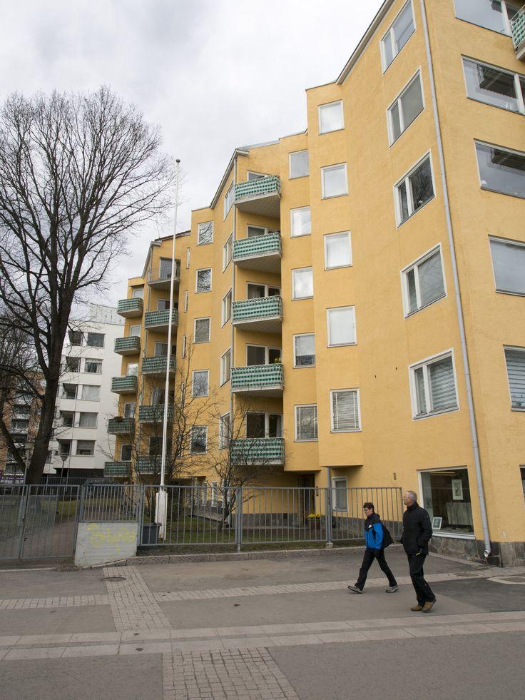 https://flic.kr/p/JZyYVL   By the river Aura - 05   As Oy Läntinen Rantakatu 21, designed by architect Eric Bryggman, built 1948-1951.
