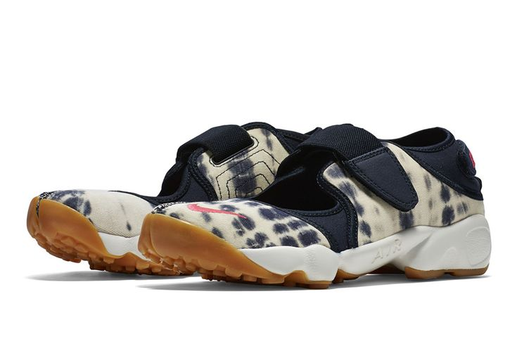 The retro releases of the Nike Air Rift continue just in time for summer, with a number of all new looks for the still-unusual runner from 1995. A forefather of the Nike Free series, the sandal-like Air Rift is certainly … Continue reading