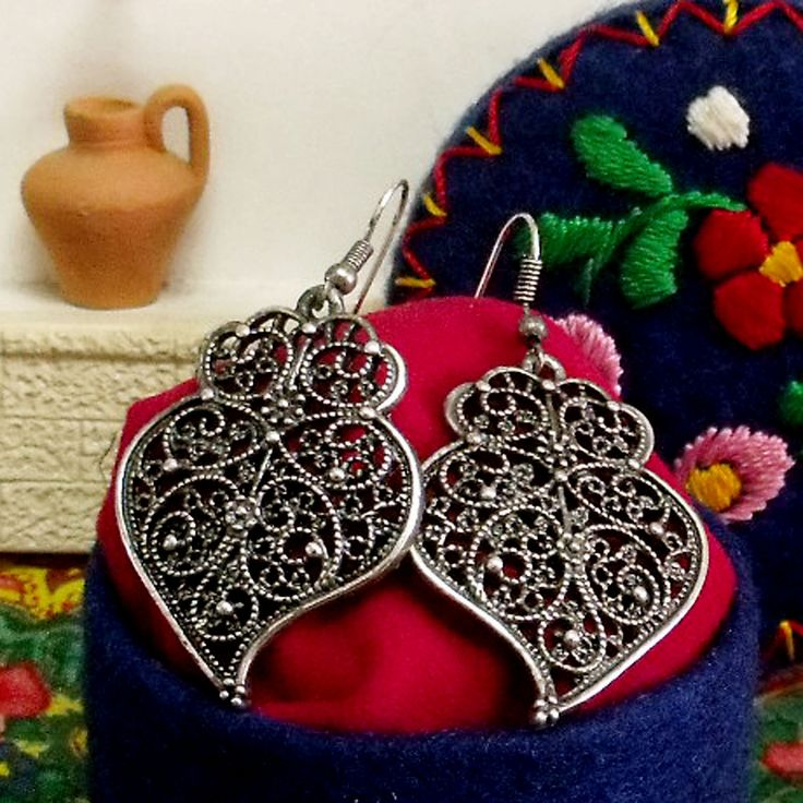 Portuguese folk Heart of Viana filigree style aged silver small dangle earrings. Upgraded by me and inspired in the real gold Portuguese folk jewelry earrings used by the country women in Minho, north of Portugal. $25.00 #madeinportugal#vianahearts#portugueseearrings#coraçãodeviana#helenaaleixo#portugaljewelry#portuguesefiligree#heartsofvianaearrings#portugueseearrings#portugalfolkart