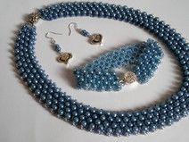 Komplet z błękitnych perełek