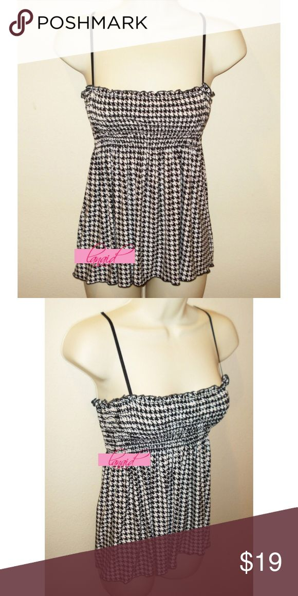 ModCloth Houndstooth Smocked Tank Tube Flowy Top M 📡PRICE IS FIRM AND NON-NEGOTIABLE. NO OFFERS. NO TRADES.📡 Black/white houndstooth smocked tank top by Natali. Purchased at full price from ModCloth. Size M. SUPER flattering on--the smocking at the top is super stretchy and does NOT flatten your chest like most other smocked tops! Flows beautifully below the bust--eat a rack of ribs and still look hot! 😉 Silky smooth, buttery soft, stretchy fabric. Adjustable straps are tuckable to…