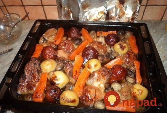 Chcem sa s vami podeliť o výborný recept na pečenú krkovičku (môžete pridať aj iné mäsko) s bohatou oblohou z pečenej koreňovej zeleniny a jabĺčka. Je to veľmi chutné, určite skúste!