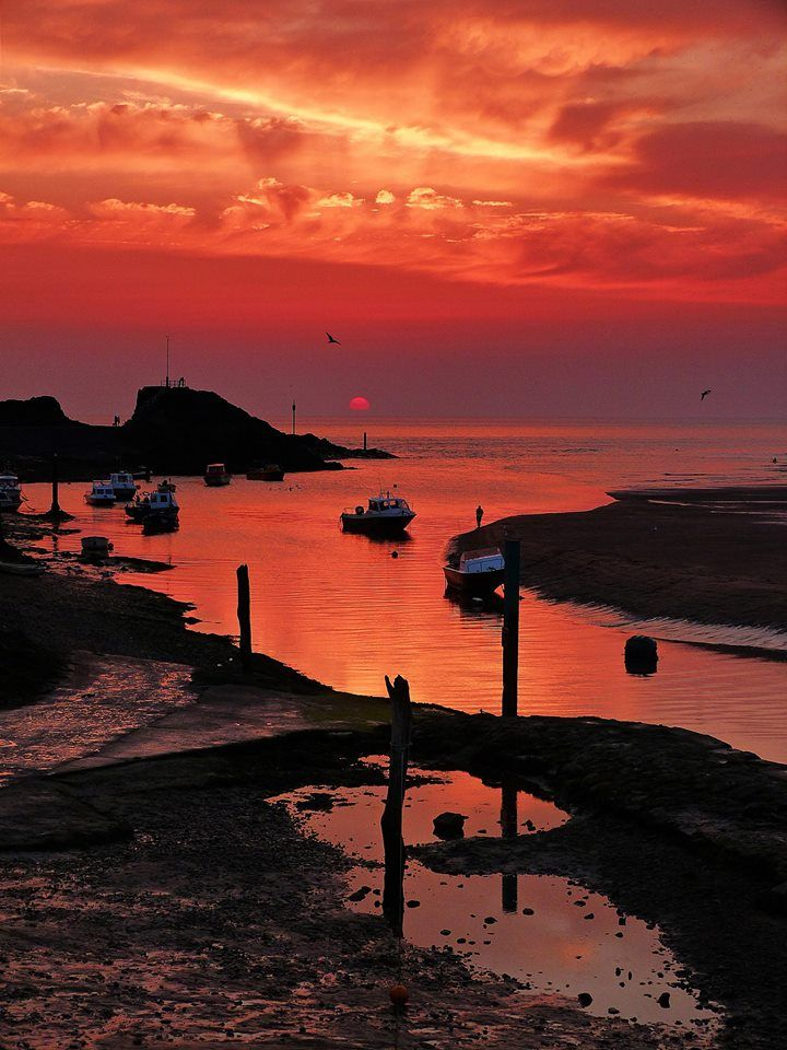 Lovely Bude sunset by Michelle McDonald c/o Love Bude. North Cornwall, UK.