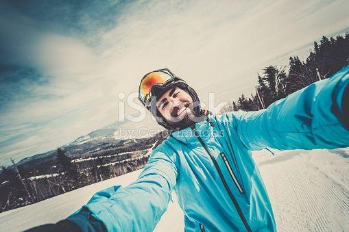 Лыжница профессиональная сноубордистка Taking A Selfie на горы Сток картинки 468040616   iStock