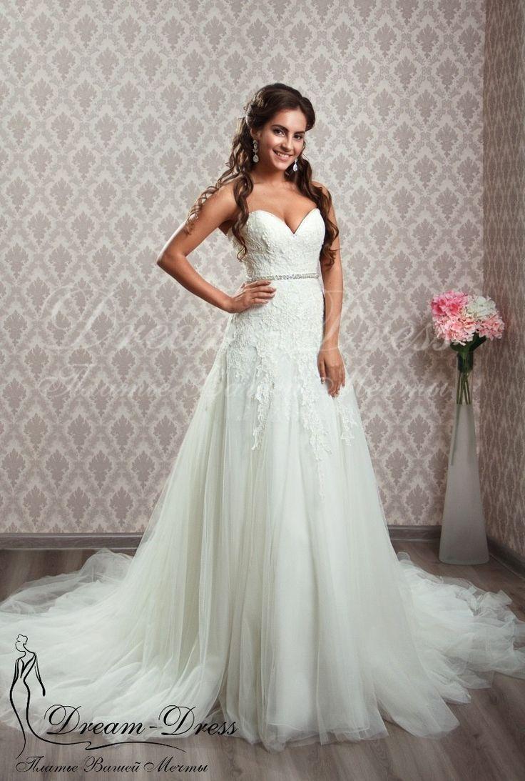Aurora / Свадебное платье выполнено из шелкового фатина и кружева. В наличии цвет айвори, размер 42-44-46, на спине молния. Изделие может быть выполнено в любом цвете и размере с любыми изменениями.