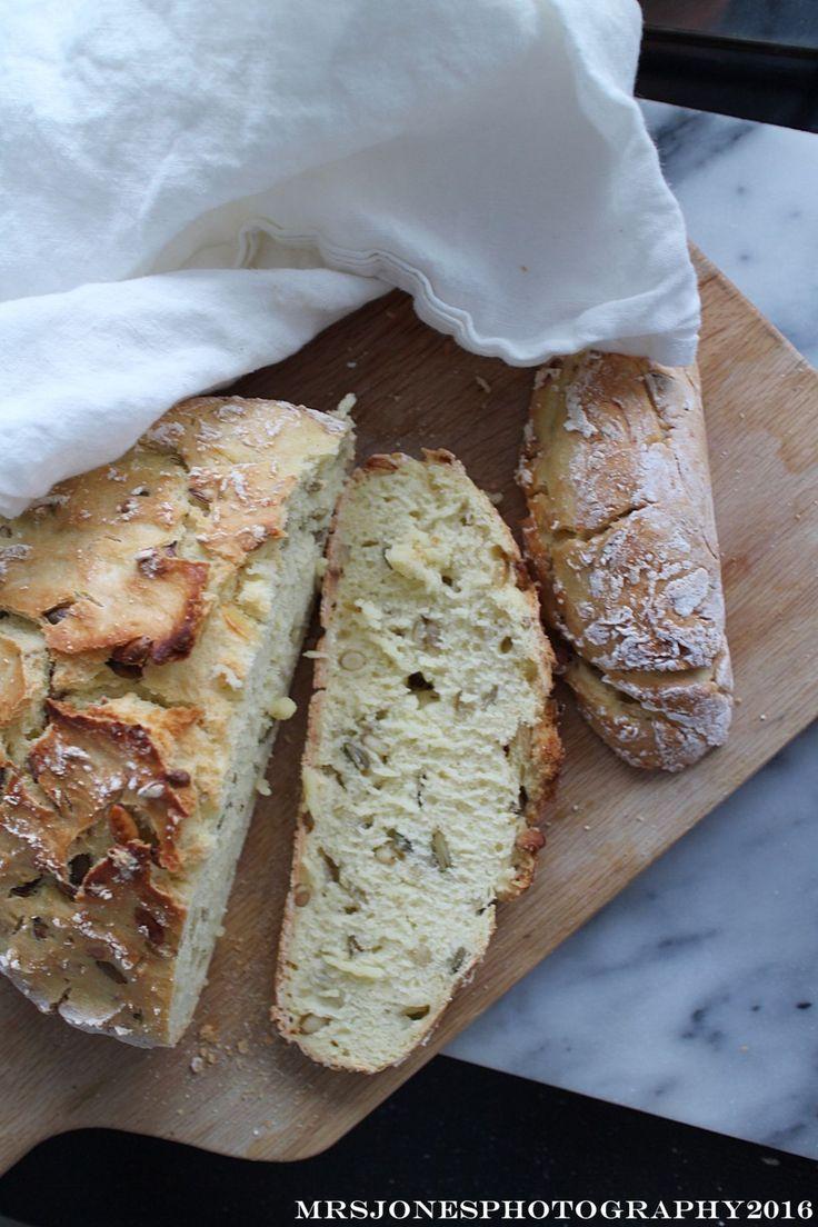 Mrs Jones on aina tykännyt tuoreesta leivästä, mutta pian vuosi sitten saadulla keliakiadiagnoosilla on nyt sitten jäänyt leivät vähiin. Kunnes.....