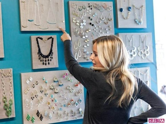 Love this idea!  Organizing and displaying jewelries using stretched canvases.  {Towne & Reese Accessories Shop, NC}