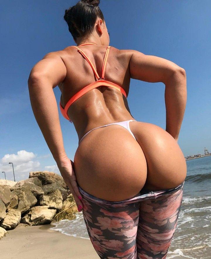 queen latifa boobs n ass