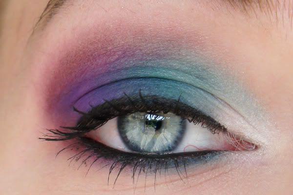Of het nou gaat om felle kleuren of donkere kleuren, ik vind matte oogschaduw heel mooi! De Sleek Ultra Matte palettes bevallen mij ook…