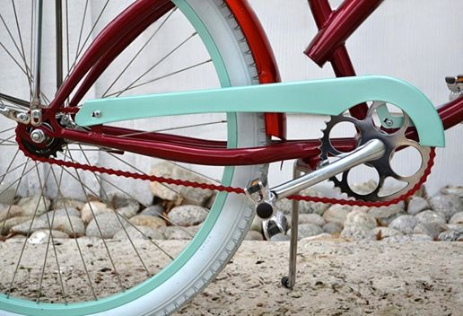 cannot even believe how cool these bikes are: Bike, Aqua Red, Company Picnics, Aqua Blue, Red Aqua, Colors Palettes, Beaches Cruiser, Colors Red And Aqua, Red Turquoi