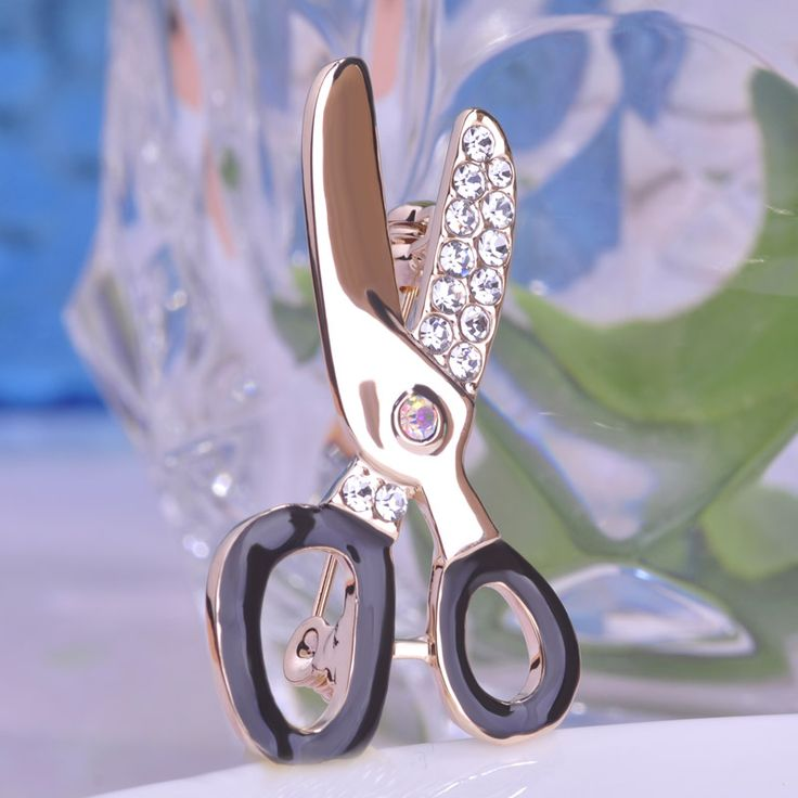 Cute Scissors Rhinestone Brooch Female Occupational Corsage Black Enamel Gold Plated Suit Collar Clips Hijab Pin Up Brooches