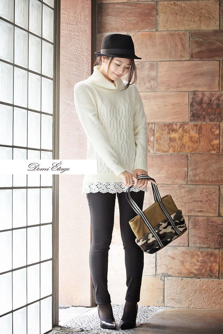ホワイトニットの甘さを、ハットと迷彩でセーブ! #kumiko_coordinate #大人カジュアル #demi_etage #ドゥミエタージュ #ケーブルニット #冬コーデ #white #ootd #fashion #ニット #迷彩柄 #甘辛 #cool #style