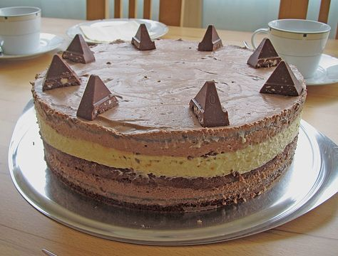 Zutaten  Für die Creme: (braune Mousse) 300 g Schokolade (Toblerone, vollmilch) 2 Ei(er) 4 dl Schlagsahne 1 Pck. Sahn...