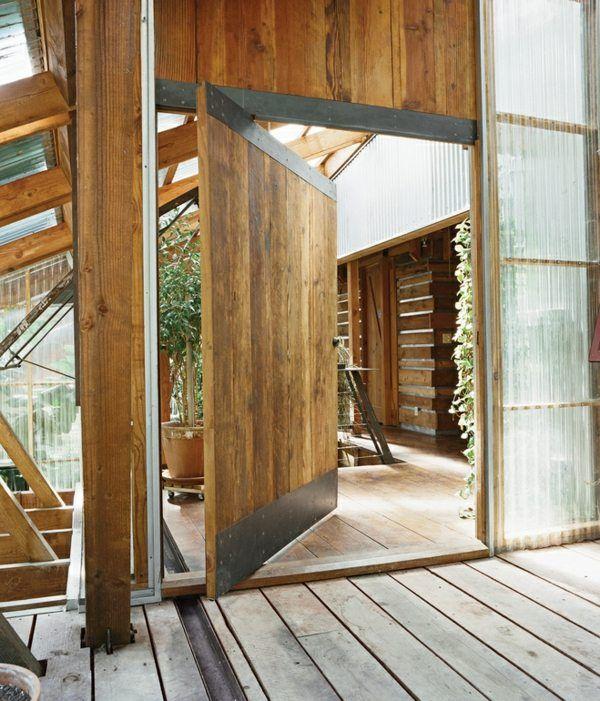 Porte d'entrée pivotante et élégante en 31 idées. Des portes blindées, en bois, acier et verre. A pivot central ou désaxé.