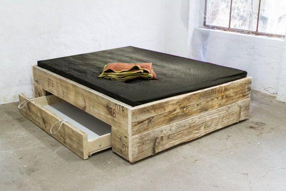 Upcycle Design bed model: Big square made of lumber, solid wood, planks, Baubohlen, cottage, Shabby chic, DIY