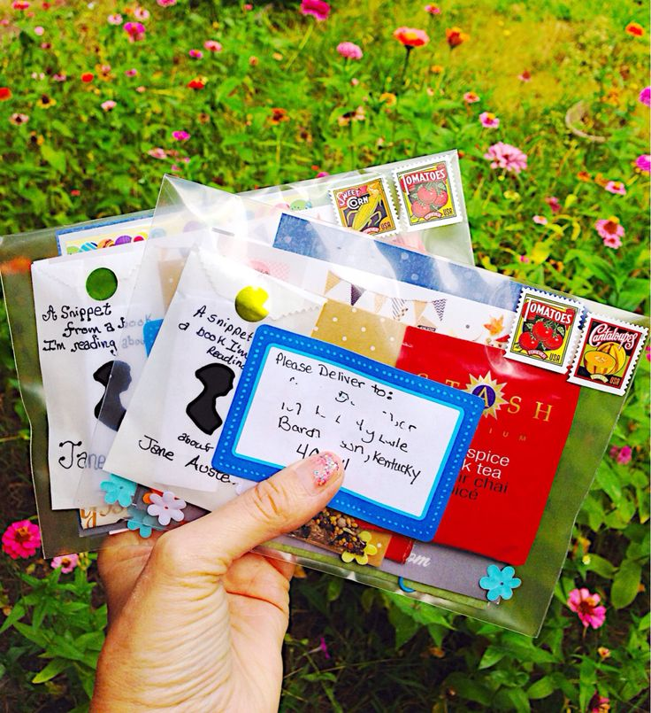 "Clear plastic envelopes reveal the contents of the ""letter to all""! #snailmail #penpals"