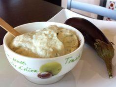 Salsa Melitzanosalata una crema fatta da melanzane e yogurt favolosa che  accompagna a carni e pesci, ottima anche su pane abbrustolito. Da provare!!!