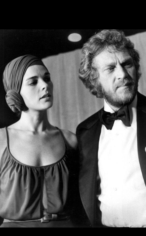 15 formas de llevar un turbante: La protagonista de Love Story con un pañuelo a modo de turbante.