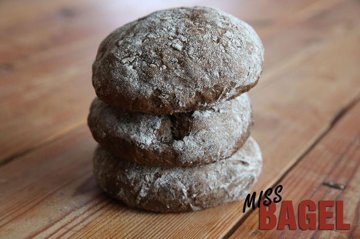 Dansk produceret fuldkorns burgerbolle. En lækker mørk burgerbolle.