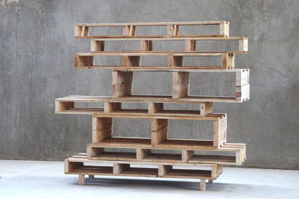 Maak je eigen designkast van pallets. Wil je meer ideeën voor je interieur ga naar mixinstijl.nl