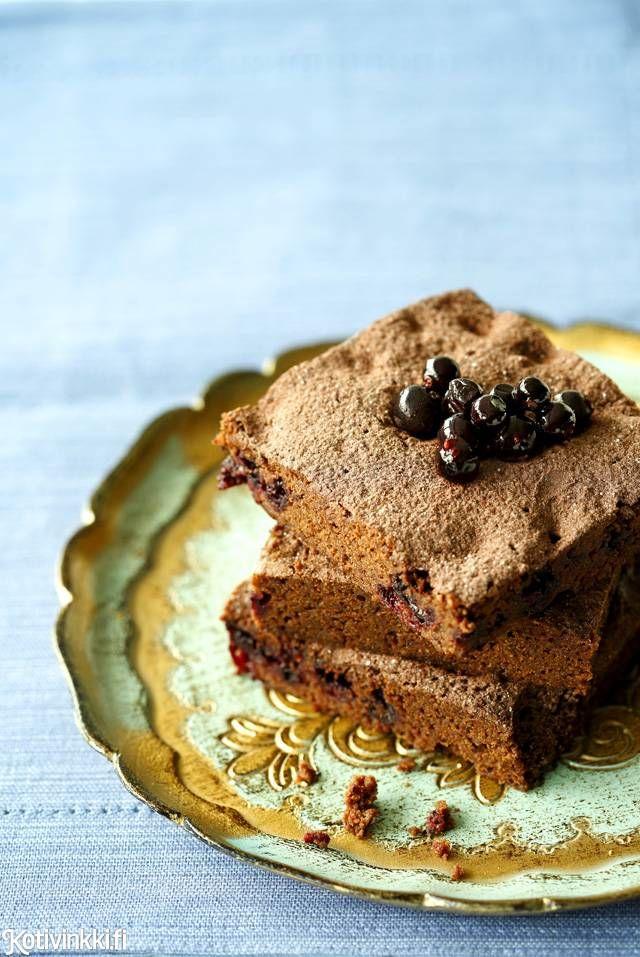 Helpossa herkussa maistuvat täyteläinen suklaa ja mustaherukka. Kuva Joonas Vuorinen