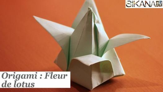 Comment faire une jolie fleur de lotus en papier pliage lors du pliage on laisse un petit - Faire une fleur ...