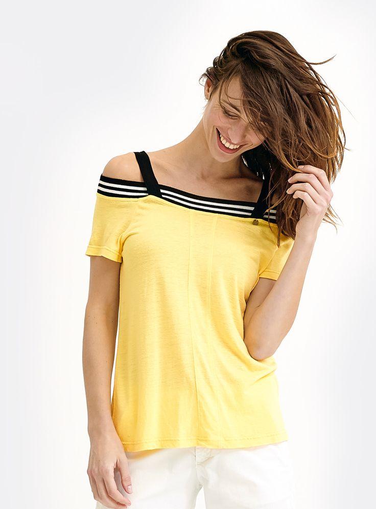 T-shirt jaune tendance, esprit sporty avec bandes rayées noir et blanc