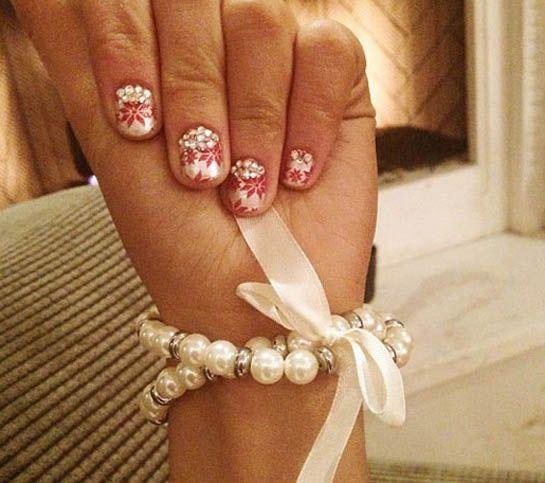 Nifty Nail Art Ariana S Holiday Nails Tiger Beat Christmas Nails Holiday Nails Holiday