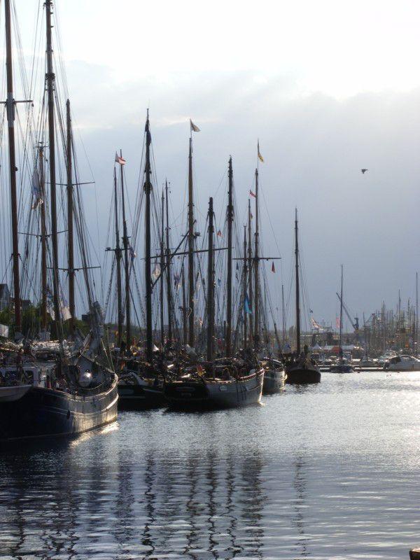 Impressionen von der Hanse Sail   Hanse Sail – längs der Kaikante