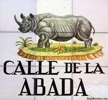 Calle de la Abada.El terreno sobre el que se edificó esta calle pertenecía, como los de todas las cercanas, a las eras del monasterio de San Martín. En 1501, el gobernador de Java regaló a Felipe II un elefante y una abada o rinoceronte.