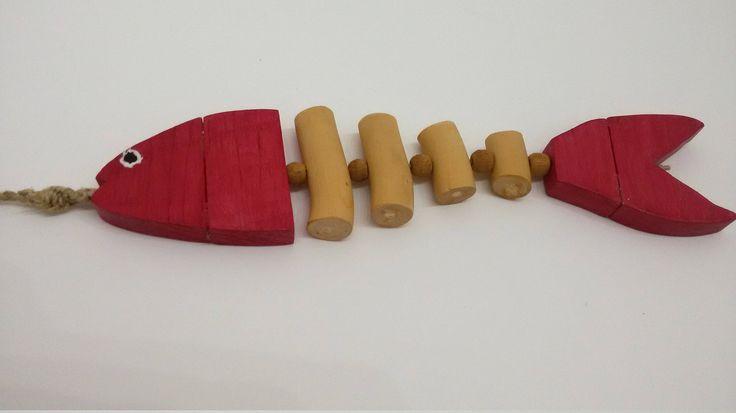LISCA di Pesce decorazione da parete o finestra in legno di abete e di mare fatto a mano con perline di legno colore rosso by MediterraneanArt on Etsy