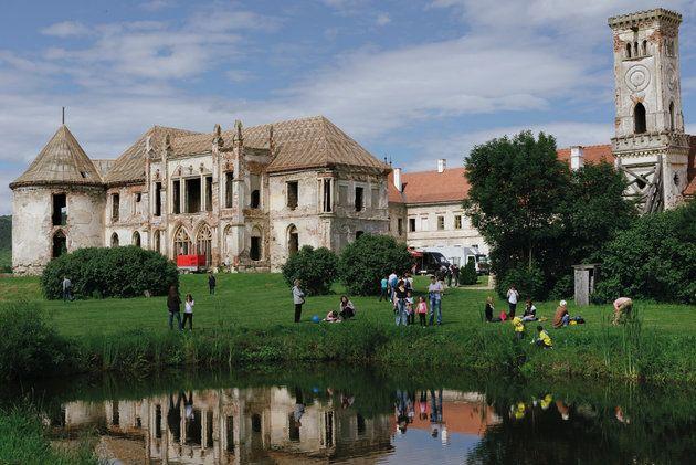 http://www.igloo.ro/articole/bontida/ Castelul Banffy , foto Dacian Groza