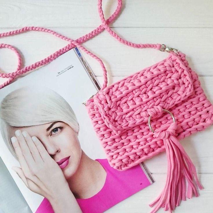 Knitted from t-shirt yarn clutch. This is the perfect  little bag that fits so well under your arm.  #handmade #diy #cosy #knit #knitting #trapillo #tshirtyarn #crochet #stitch #knittersofinstagram #yarn #crocheting #instacrochet #tejer #ganchillo #yarnaddict #handcraft #knitwear #shopsmall #crochetersofinstagram #fashionbag #Labrigo #clutch #fashion #accessories #Knittedbag #HandmadeBag #Purses #Handbag