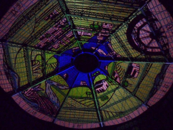 Cúpula del Mercado del Born durante el espectáculo nocturno en la Noche de los Museos de Barcelona