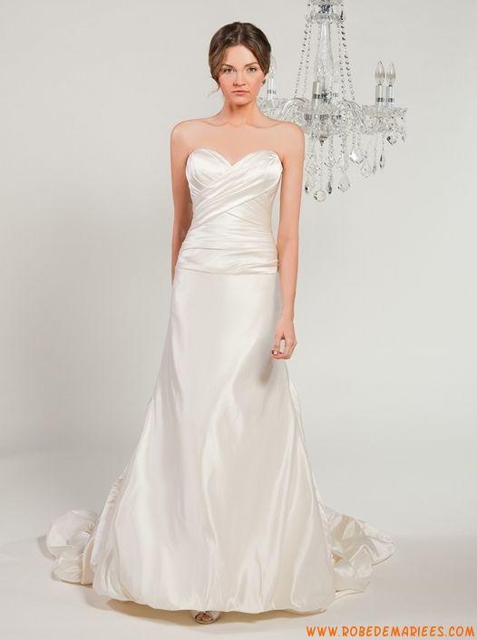 Robe sirène en satin ornée de plis et de fleurs robe de mariée bustier