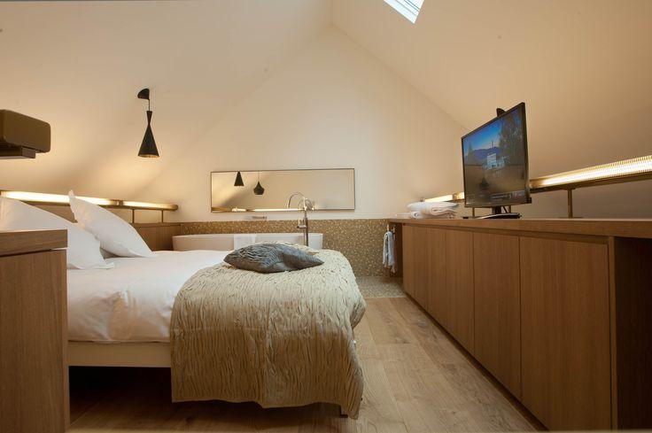 Landhausdielen 'Pisa' in den Suiten des Hotels B2 in Zürich. Breite Dielen über 30 cm, gebürstet, geölt und gewachst.
