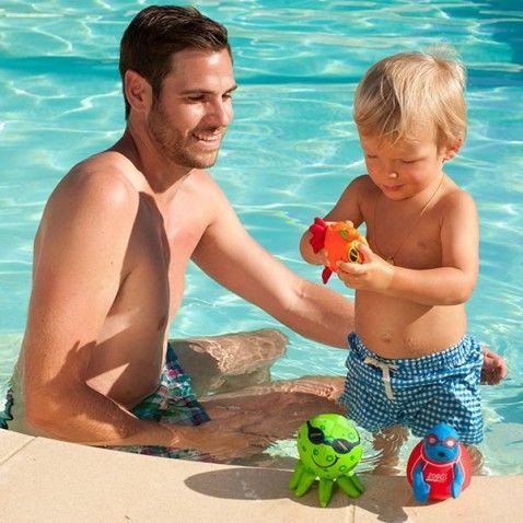 Les 29 meilleures images du tableau b b la piscine sur for Video bebe a la piscine