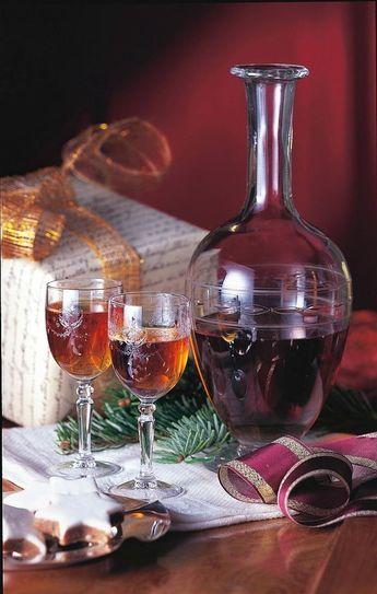 Weihnachtslikör Rezept: ml,Apfelringe,Rosinen,Pflaumen,Datteln,Feigen,Weinbrand,Kardamom,Nelken,Pfefferkörner,Vanilleschote,Honig,Kandis