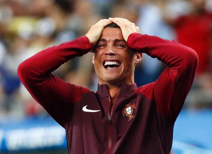 Das perfekte Drama: Schmerz, Trauer  - und dann die pure Freude !! Cristiano Ronaldo schien die tragische Figur dieses EM-Finales zu sein !! ... am Ende war er der glücklichste Mensch von Paris !!