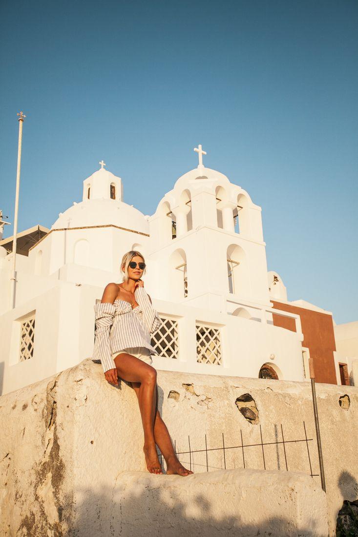 Eva Rendl Portrait & Lifestyle Photography #nalasu #santoriniphotography #photoshoot #santorini #portrait #santoriniphotographer #greekisland #fira #fashionblogger