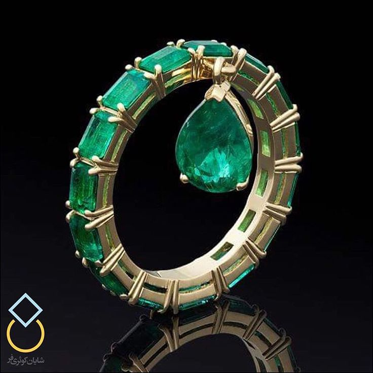 Emerald ring in gold with an emerald pear shaped drop